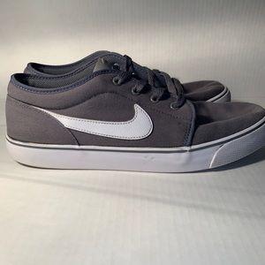 Nike toki low top gray skate shoes size 12